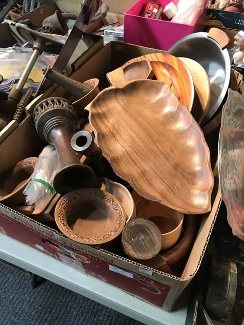 LOT 10	~	Box of Treenware