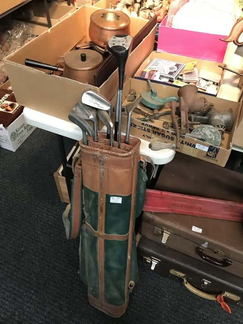 LOT 114	~	Old Golf Clubs