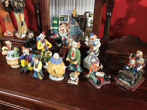 LOT 123	~	12 Clown Figurines incl Musical