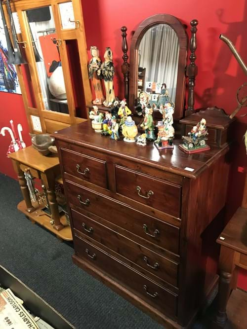LOT 124	~	Duchess Dresser