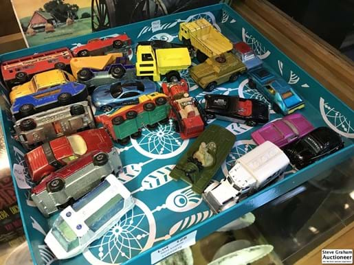 LOT 128	~	Collection of Matchbox Die Cast Vehicles
