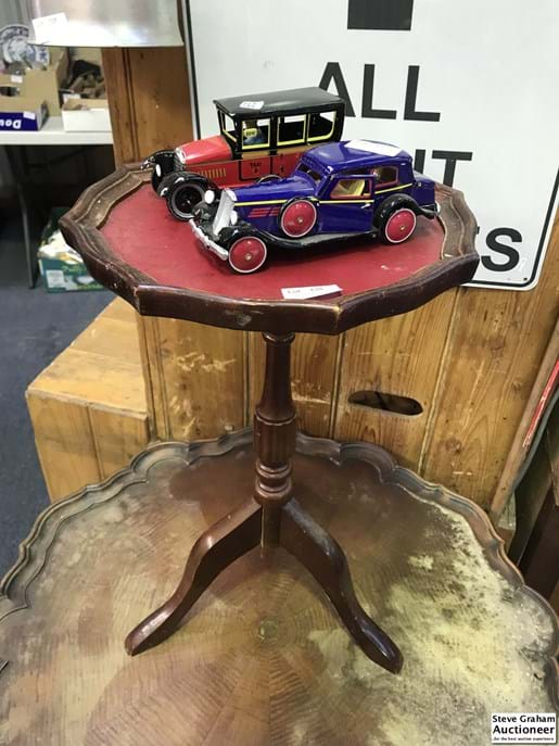 LOT 138	~	Sml Occasional Table