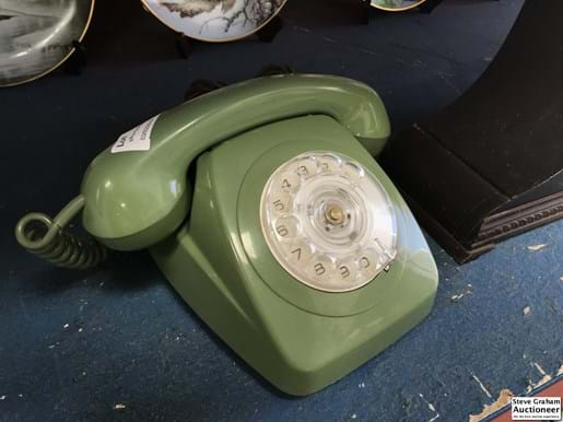 LOT 135	~	Green Dial Front Telephone