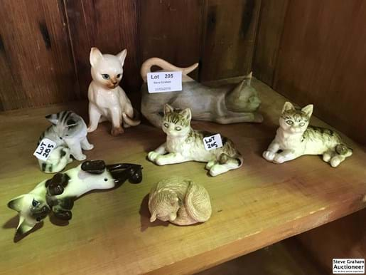 LOT 205	~	7 Sml Cats incl Beswick af