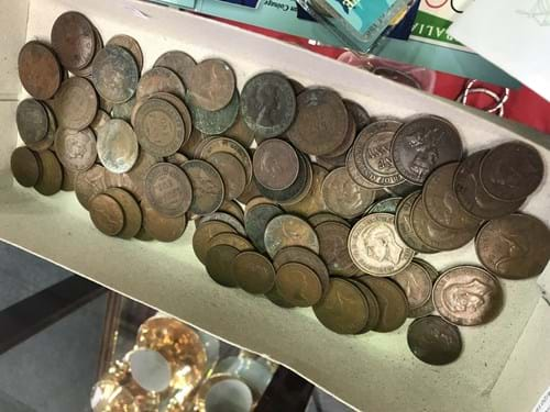 LOT 228	~	Tray of Australian Pennies & Half Pennies