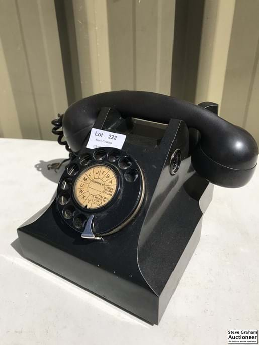LOT 222	~	Black Dial Front Telephone