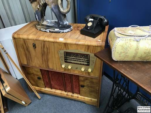 "LOT 224	~	Chieftain ""Gramo"" Timber Cased Gramaphone"