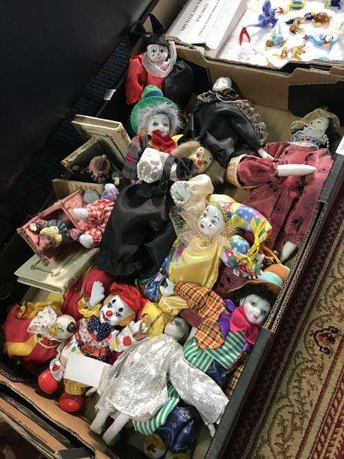 LOT 31	~	Box of Clowns