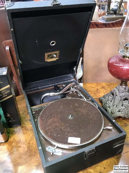 LOT 286	~	HMV Portable Gramophone with Records
