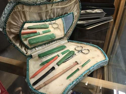 LOT 272	~	Manicure Set