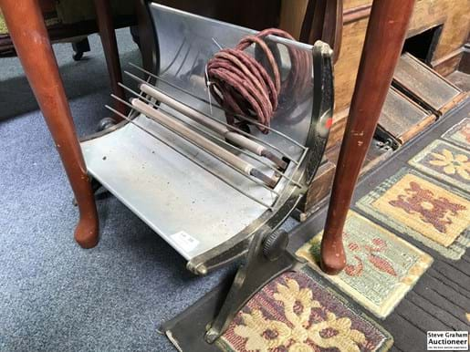 LOT 300	~	Vintage Electric Heater