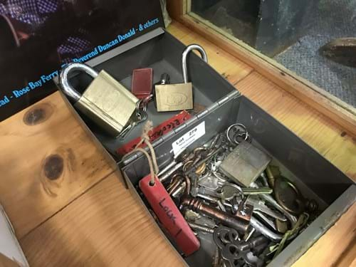 LOT 279	~	Locks & Keys