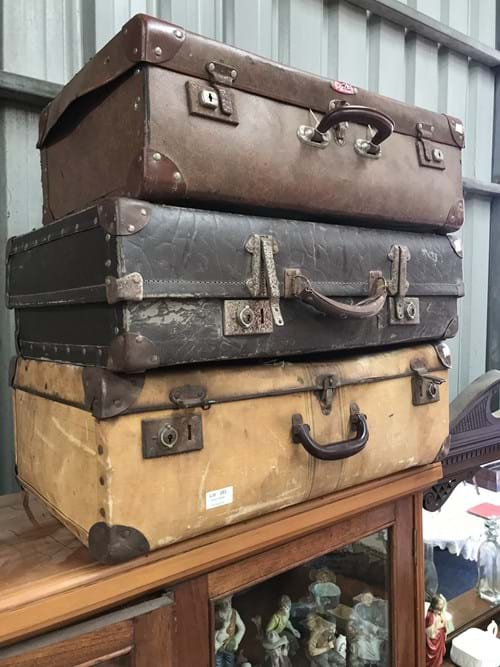 LOT 283	~	3 Old Suitcases
