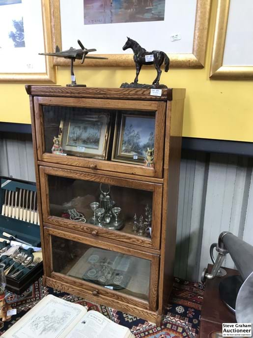 LOT 271	~	Oak 3 Tier Display Stand/Cabinet