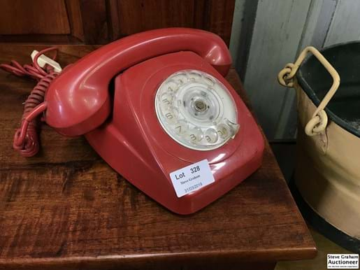 LOT 328	~	Red Retro Dial Front Telephone