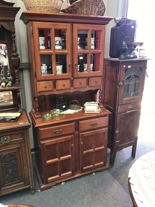 LOT 307	~	Pine Kitchen Dresser