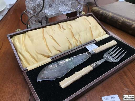 LOT 353	~	Early 1900's Carving Set in Case