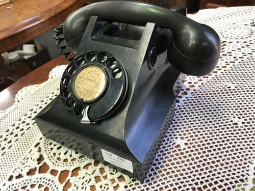 LOT 324	~	Black Bakelite Dial Phone