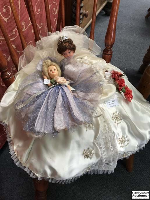 LOT 366	~	2 Bed Dolls
