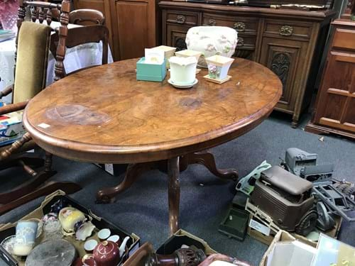 LOT 334	~	Walnut Loo Table