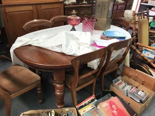 LOT 342	~	Extension Dining Table
