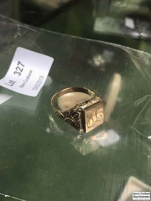 LOT 327	~	9ct Gold Mens Compartment Ring - Engraved EL