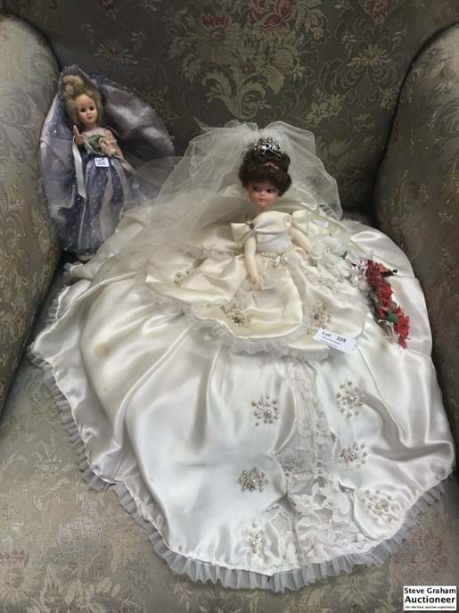 LOT 335	~	2 Bed Dolls