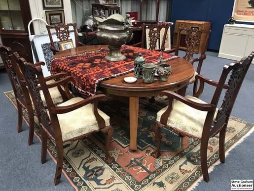 LOT 362	~	1920's Blackwood Dining Table With 2 Leaf Extensions