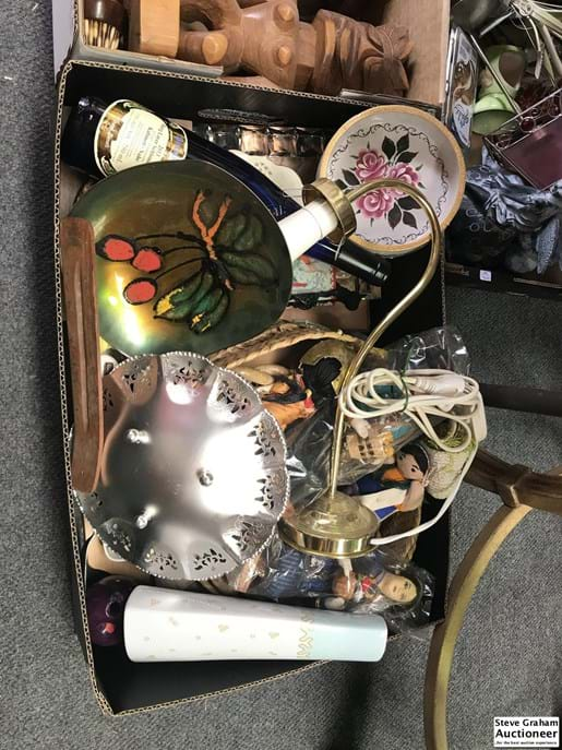 LOT 405	~	Box of Assorted Items