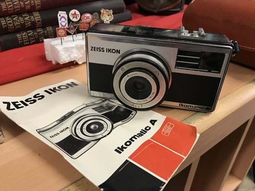 LOT 28	~	Zeiss Ikon Ikomatic 'A' Camera & Instruction Book