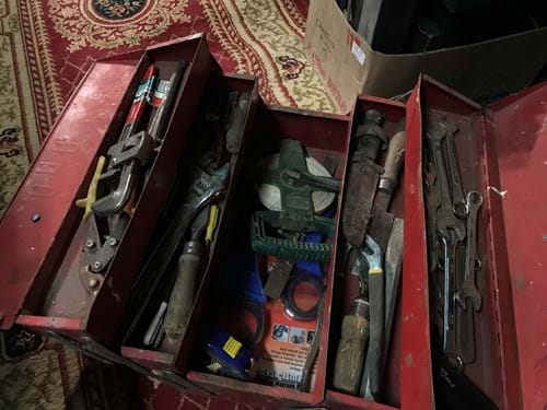 LOT 61	~	Toolbox w Contents