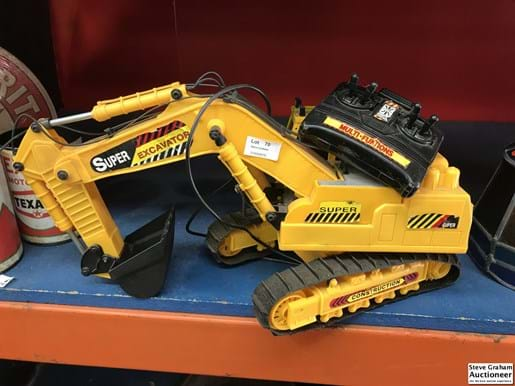 LOT 70	~	Battery Operated Plastic Super Excavator