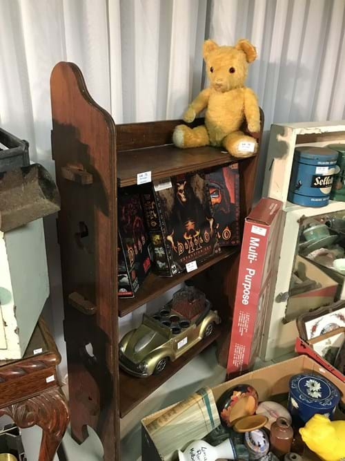 LOT 73	~	1920's Timber Bookshelf