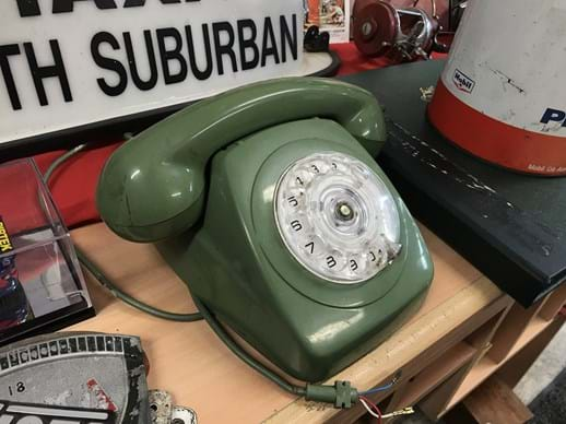 LOT 16	~	Retro Green Dial Face Telephone