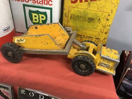 LOT 27	~	Fun - Ho Tractor/Tipper Cast Toy