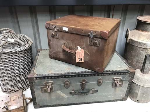 LOT 66	~	Vintage Shipping Trunk & Travelling Trunk