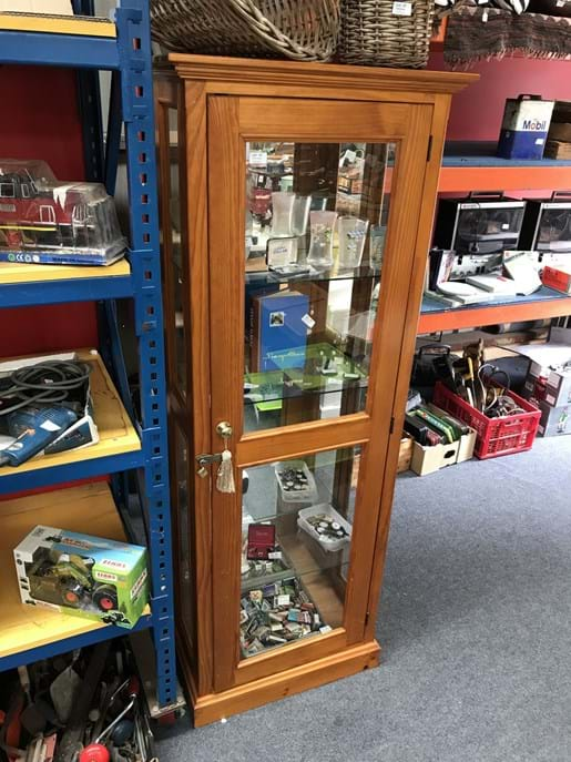 LOT 97	~	Upright Mirror Backed Display Cabinet