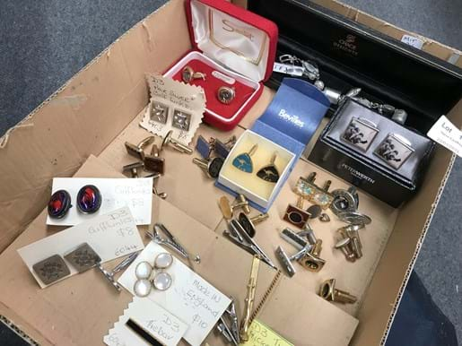 LOT 149	~	Tray of Cufflinks, Tie Bars, Necklace