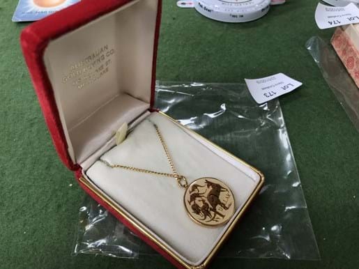 LOT 173	~	Australian 1984 Gold $1 Coin Necklace