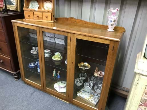 LOT 209	~	Fiddleback Timber 3 Glass Door Display Cabinet
