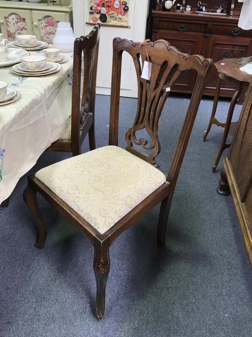 LOT 233	~	6 Dining Room Chairs