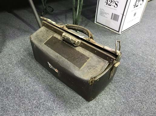 LOT 338	~	Gladstone Bag with Contents